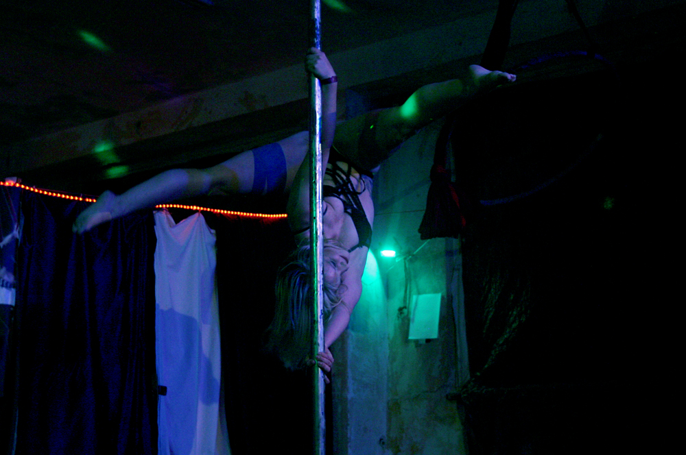 "Lady Kitty´s Hell´s Belles: Stripshow auf dem Endzeit-Event ""F.A.T.E. 2018"""